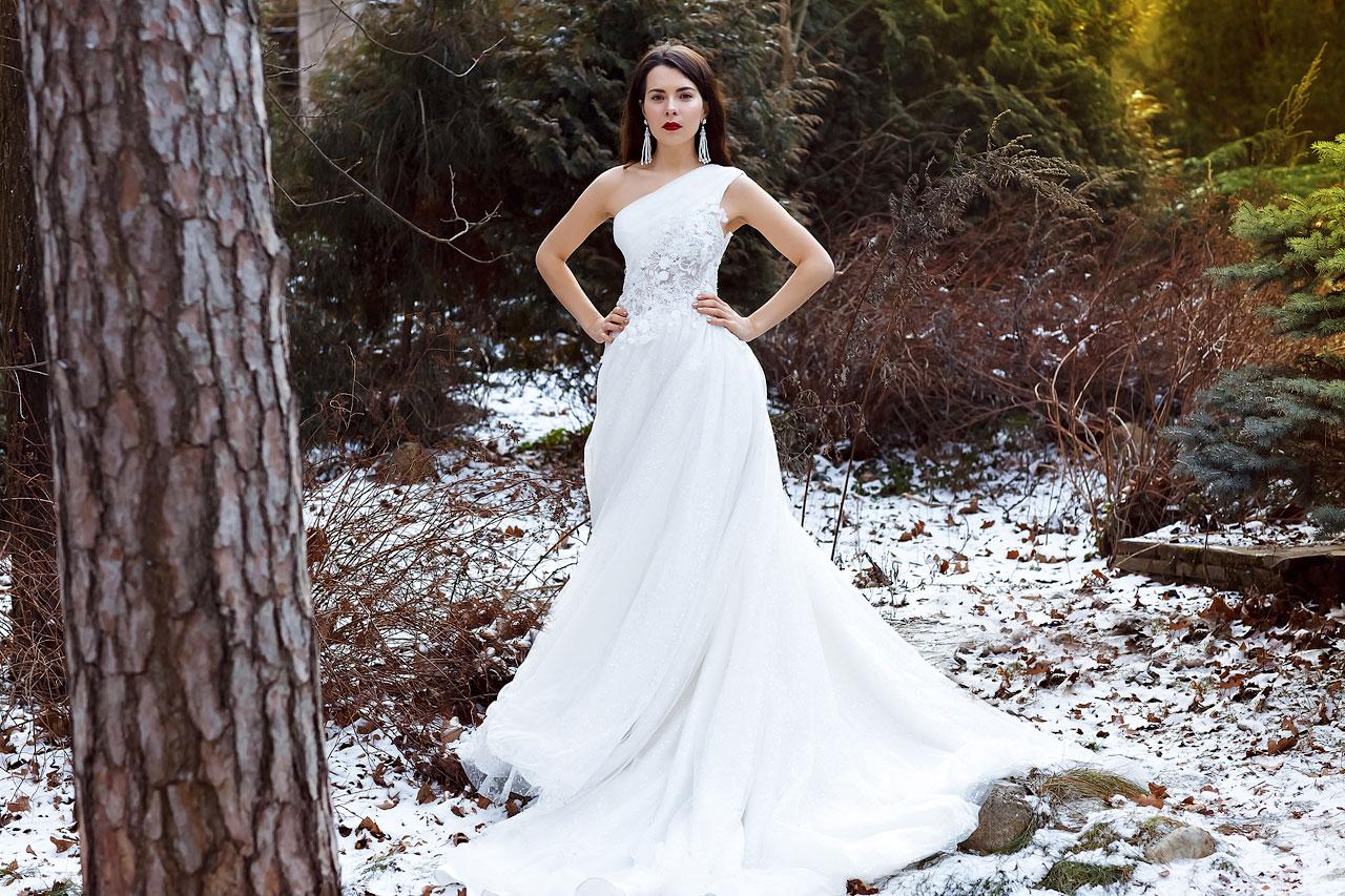 Белое свадебное платье с длинным шлейфом StarLight