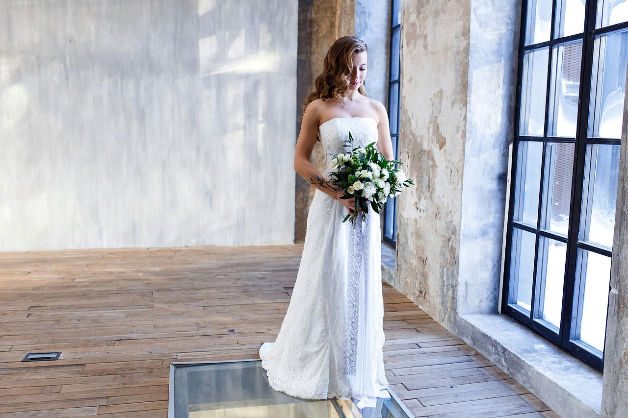 Свадебная фотосессия в студии лофт
