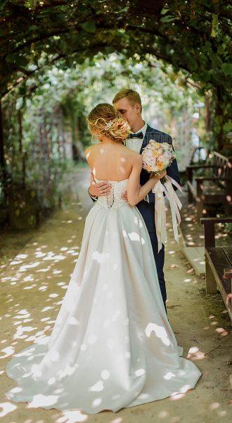 Свадебное платье с корсетом на шнуровке
