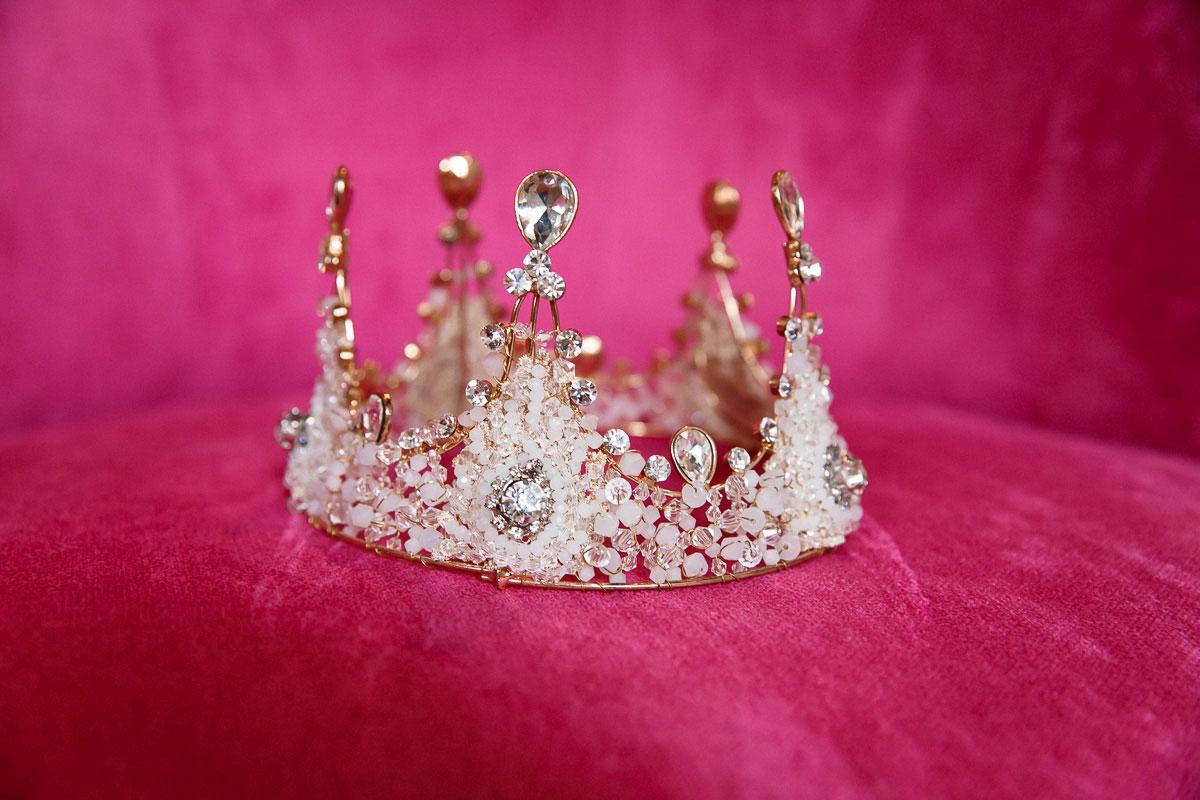 Аксессуар на голову в виде короны